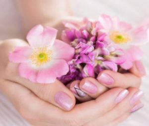 Blumen in der Hand